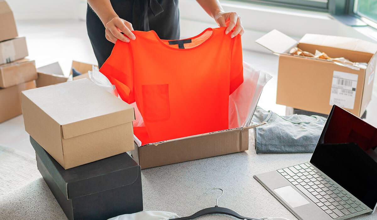 What is the Cheapest Place to Buy Wholesale Clothes Online