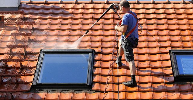 Roof cleaning in Melbourne